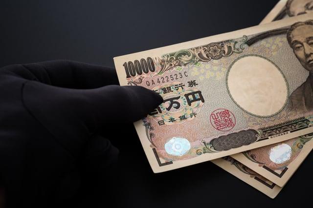 現金を盗む空き巣
