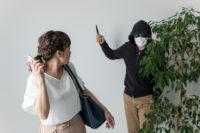 強盗と女性