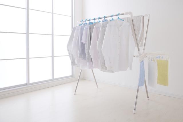 部屋干しされた衣類