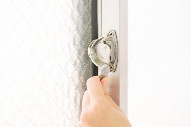 窓のクレセント錠