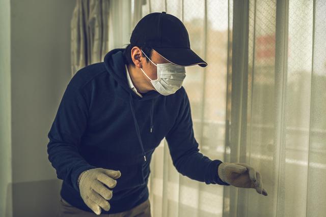 居空きは犯人と鉢合わせる可能性があって危険、手口と効果的な対策法を解説